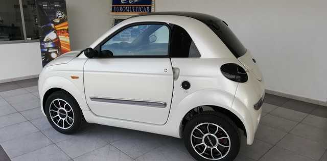 MICROCAR - DUE 6 YOUNG NEGRO O BLANCO - foto 3