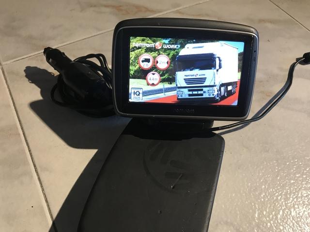 Tomtom Iphone 4 4s 3g Manos Libres Para Coche parabrisas kit de montaje uso de su Propio Cargador