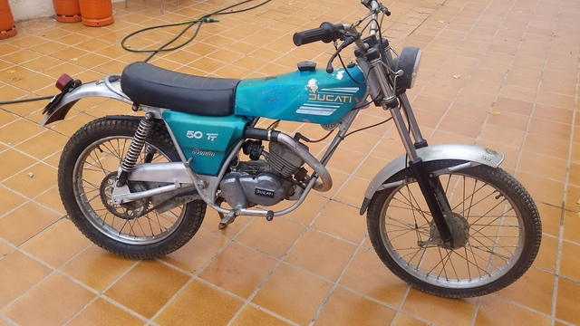 Kit de adhesivos motos clasicas Ducati Senda 50 TT CURVADOS Juego Pegatinas Completo Vinilo para Moto m/áxima Calidad.