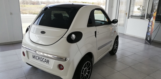MICROCAR - DUE 6 YOUNG NEGRO O BLANCO - foto 5