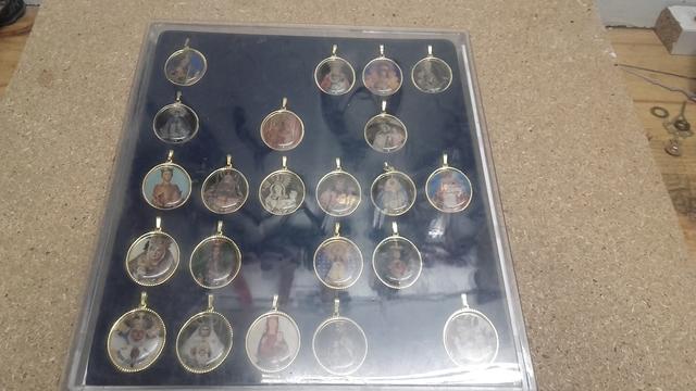 Medallas De Virgen