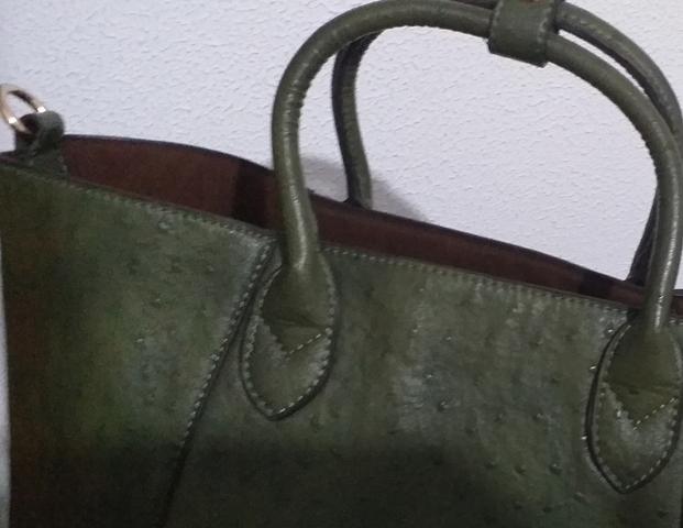 Bolso de mano vintage en piel o símil a dos colores blanco y azul marino