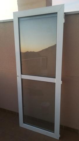 Puerta Aluminio Blanca Con Cristales