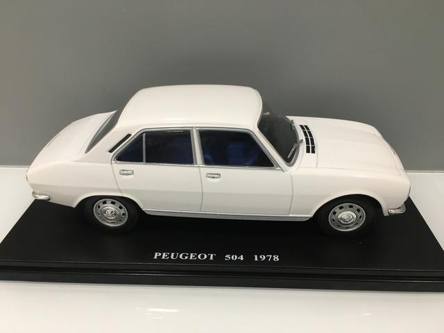 Coche Peugeot 504 1978. Escala 1/24
