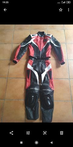 Chaqueta moto piel de segunda mano por 99 € en Badajoz en