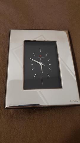 Reloj Plateado Sobremesa Pierre Cardin.