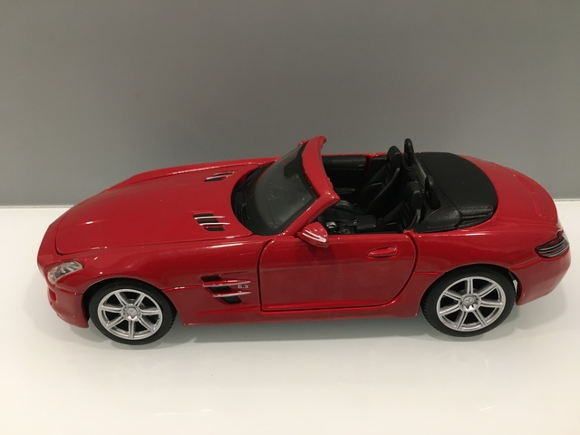 Mercedes-Benz Sls Amg Roadster 1/24