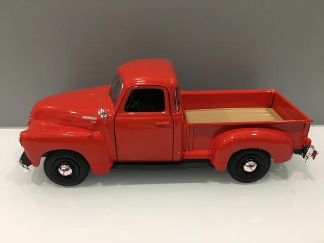 Coche Chevrolet 3100 Pickup. Esc 1/25