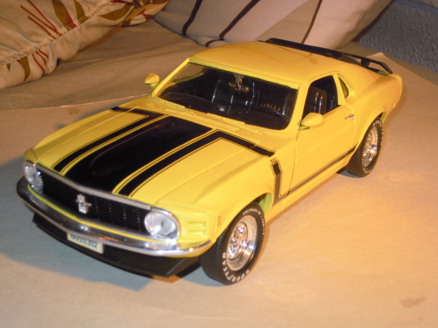 1967 Ford Mustang GTA fastback con iluminación LED en 1:18 maisto negro Xenon