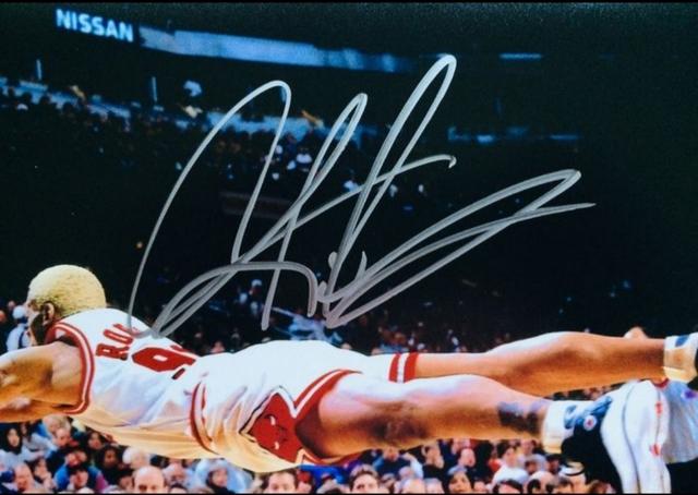 DENNIS RODMAN FIRMADADO A MANO NBA - foto 2