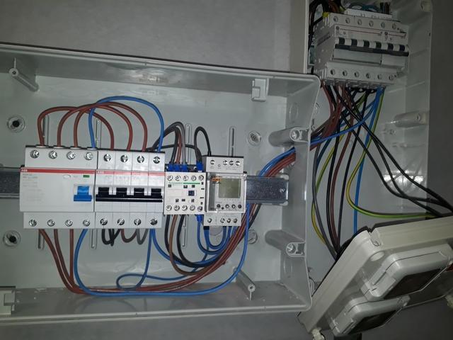ELECTRICIDAD Y MANTENIMIENTO - foto 1