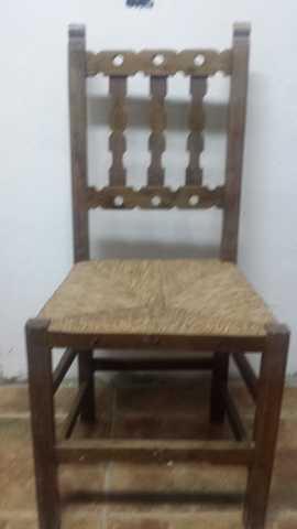 sillas de madera con asientos de nea