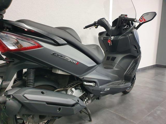 SYM - GTS 300 - foto 8