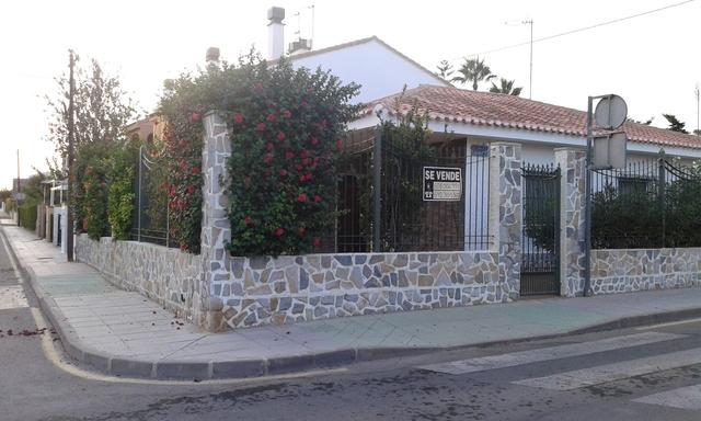 VENDO CHALET EN TORRE DE LA HORADADA - foto 1