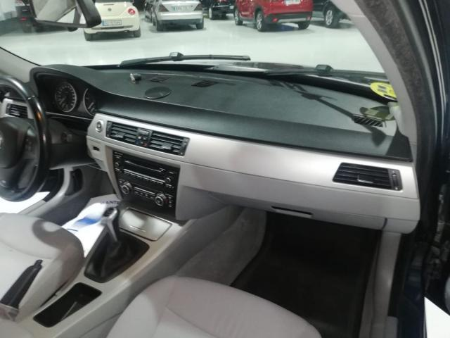 BMW - SERIE 3 320D - foto 9