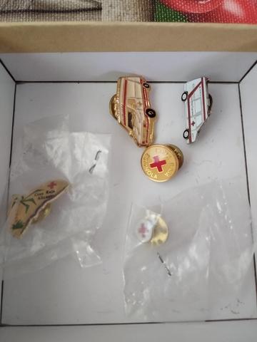 Pins Cruz Roja