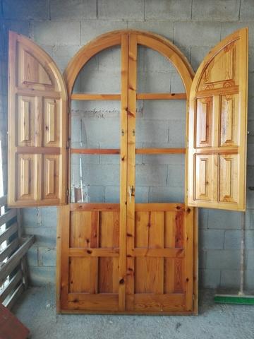 Balcones De Medio  Y Ventanas De Madera