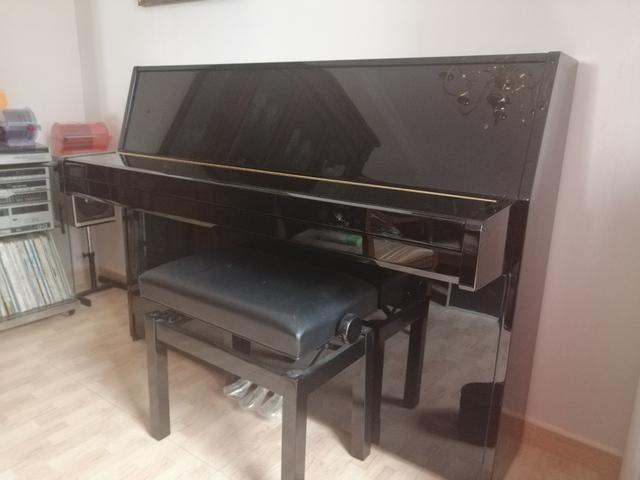 SE VENDE PIANO VERTICAL YAMAHAB1 - foto 1