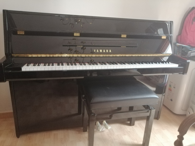 SE VENDE PIANO VERTICAL YAMAHAB1 - foto 3