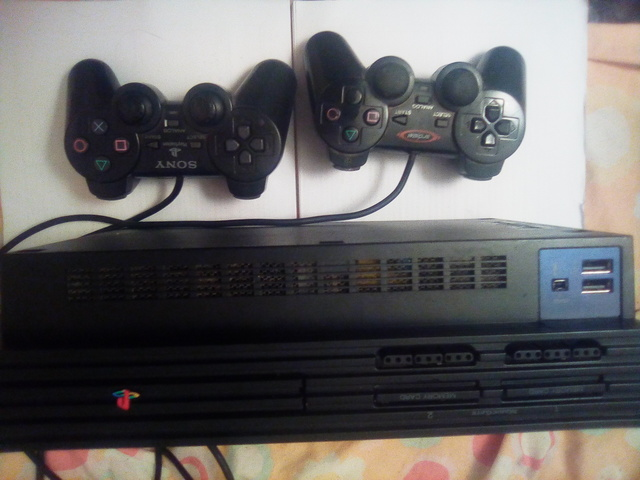 SE VENDE PLAYSTATION 2 - foto 2