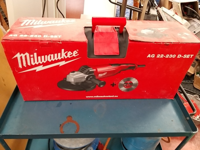 Amoladora Angular Milwaukee Ag