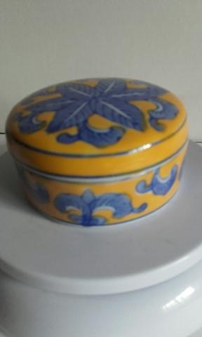 Cajón del huevo de cerámica española