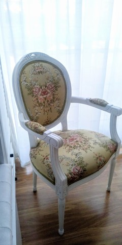 restaurar silla rococo con reposabrazos pintar blanco roto y tapizar