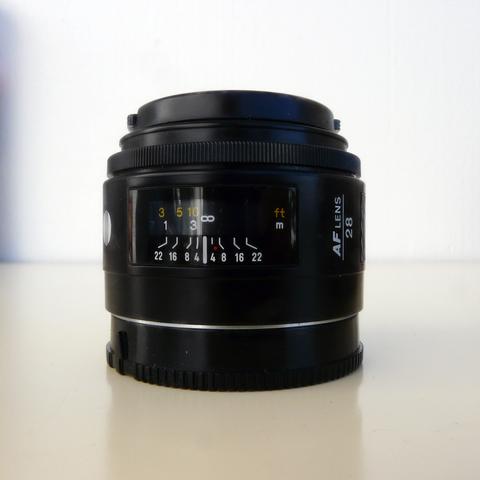 Cámara SLR Minolta X300 de cine con Lente Zoom Minolta 28-70mm