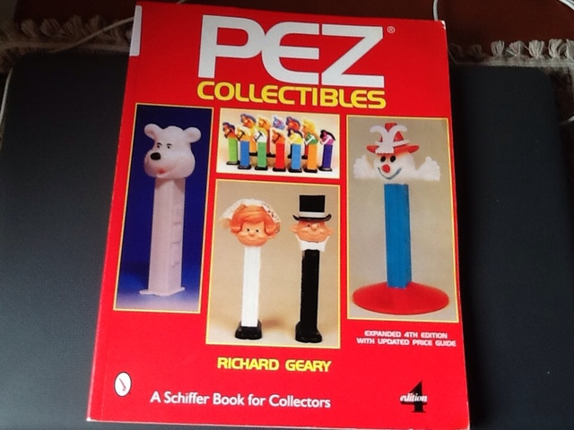 Dispensadores Pez Libro
