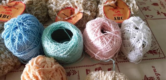Lote de Trabajo de Lana de tapicería 50 Madejas Varios Colores Nuevo y bandas por DMC