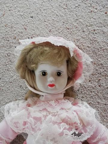 Muñeca Clasica De Porcelana