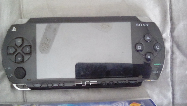 PSP 1004 CON JUEGOS SIN CARGADOR.  - foto 1