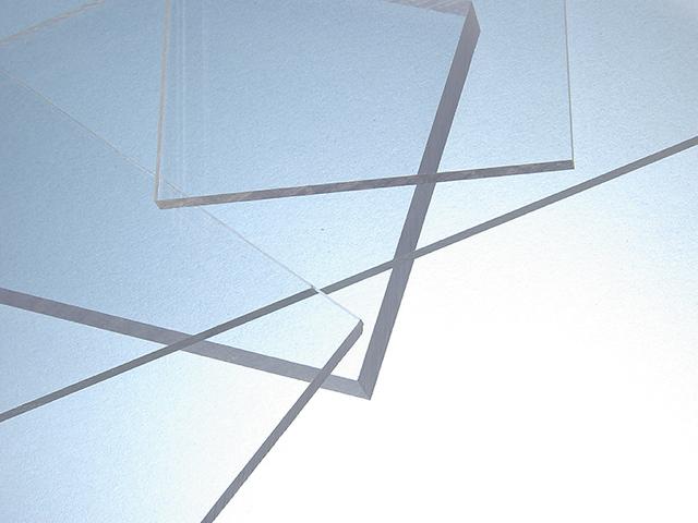 2000 x 1000 x 3 mm Placa de policarbonato UV incolora e irrompible para uso en exteriores.
