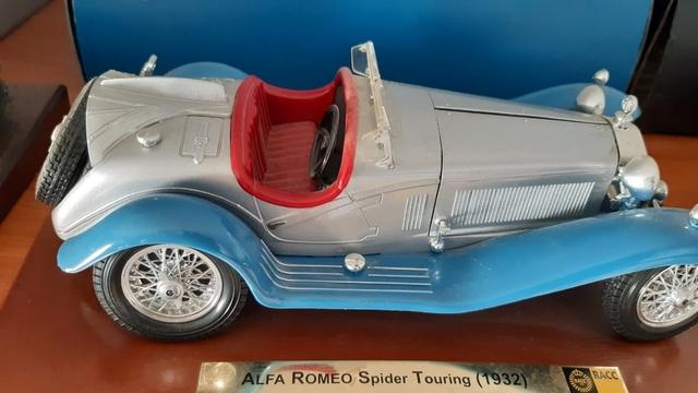 Coche Escala 1/18 Alfa Romeo Spider
