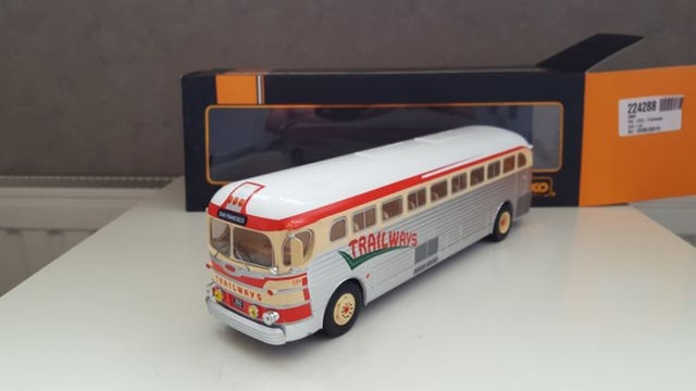 Ixo Bus Gmc Trailways 1:43