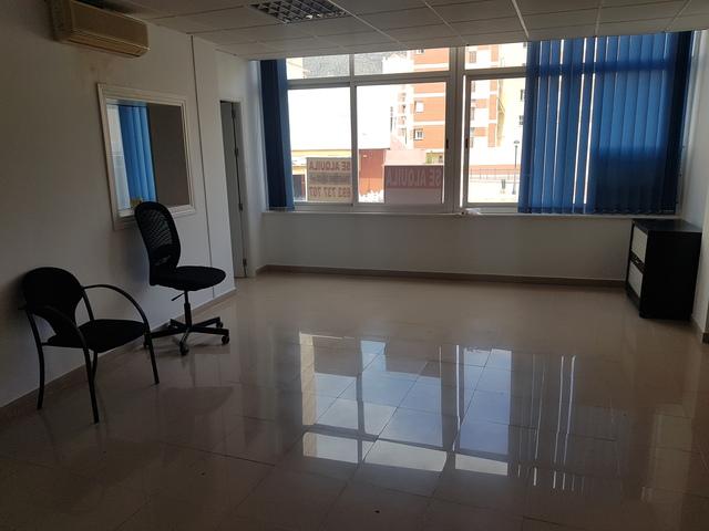ALQUILER OFICINA EN CENTRO TORREMO - foto 1