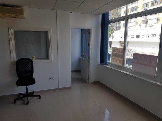 ALQUILER OFICINA EN CENTRO TORREMO - foto 3