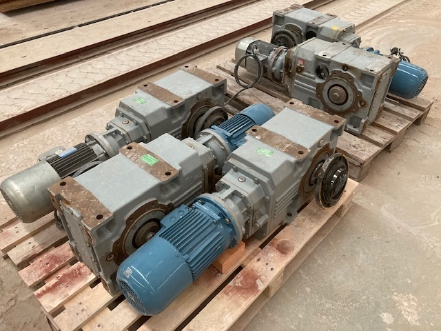 MOTORREDUCTORES 1, 1-1, 5KW,  REDUCTOR A61 - foto 4