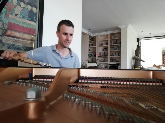 TÉCNICO AFINADOR DE PIANOS.  REPARACIÓN - foto 4
