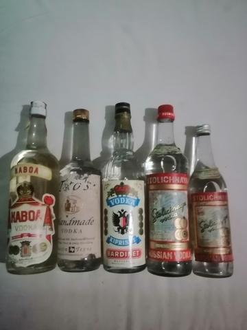Antiguas Botellas De Vodka