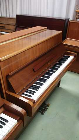 VENDO PIANO YAMAHA Y WILHELM STEINBERG - foto 1
