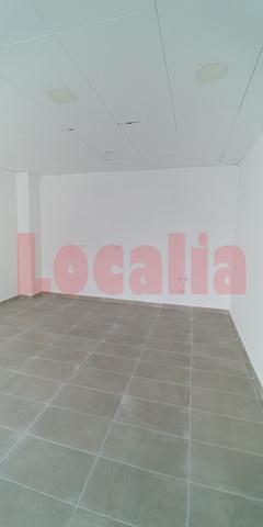 LOCAL CON AMPLIA TERRAZA Y ESCAPARATE - foto 3