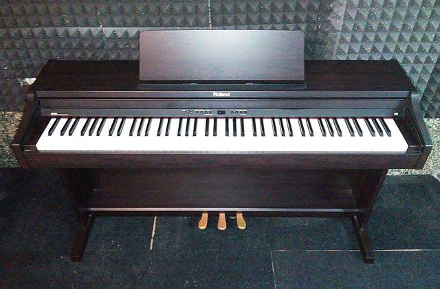 PIANO ROLAND RP301 EN PERFECTO ESTADO - foto 2