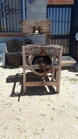 Maquina Antigua De Aventar