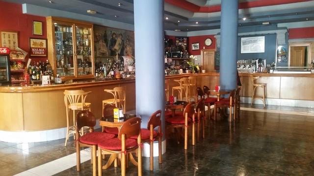 TRASPASO CAFETERÍA EN EL CENTRO - foto 2