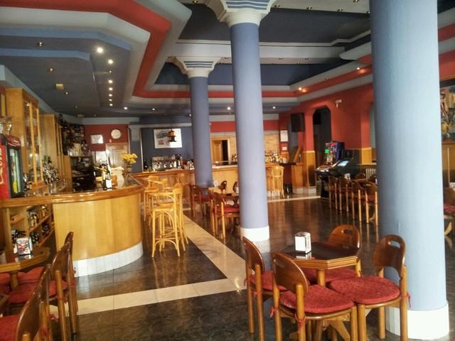 TRASPASO CAFETERÍA EN EL CENTRO - foto 3