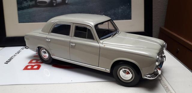 Peugeot 403 Berlina 1/18