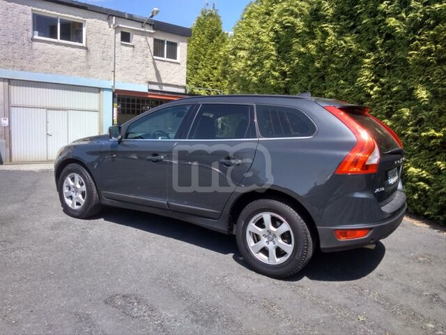 VOLVO - XC60 2. 4 D5 AWD MOMENTUM AUTO - foto 5