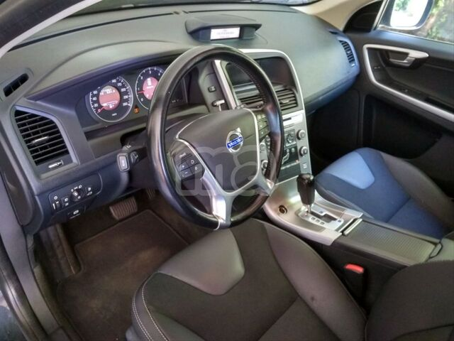 VOLVO - XC60 2. 4 D5 AWD MOMENTUM AUTO - foto 6
