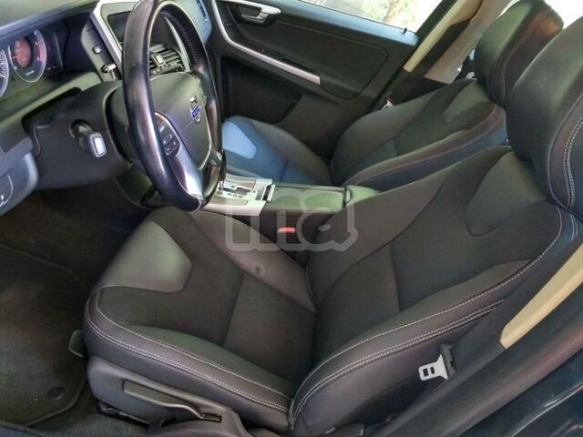 VOLVO - XC60 2. 4 D5 AWD MOMENTUM AUTO - foto 7